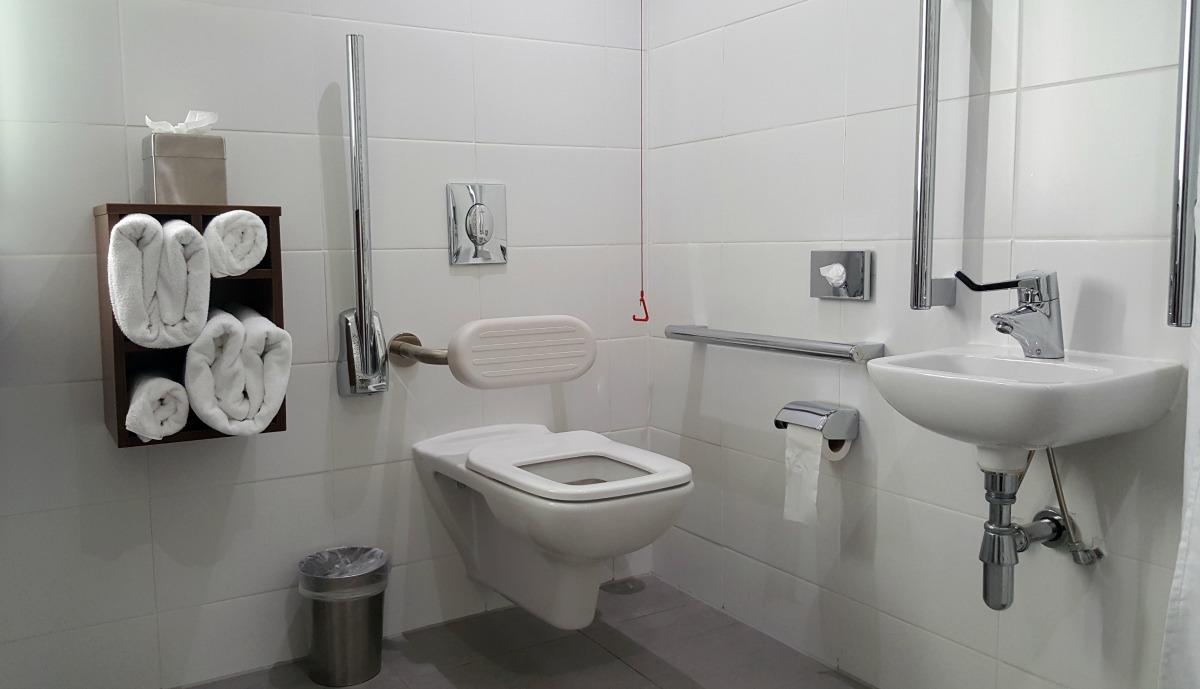 hampton by hilton bristol city centre accessible bathroom toilet