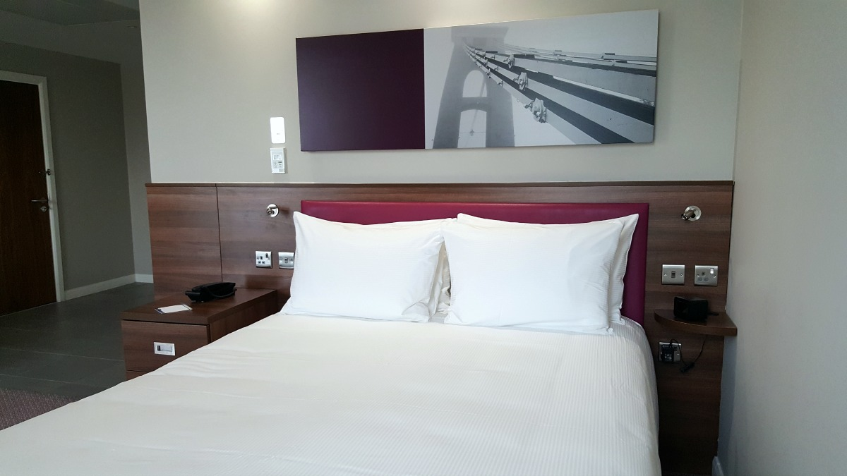 hampton by hilton bristol city centre accessible queen size hampton bed