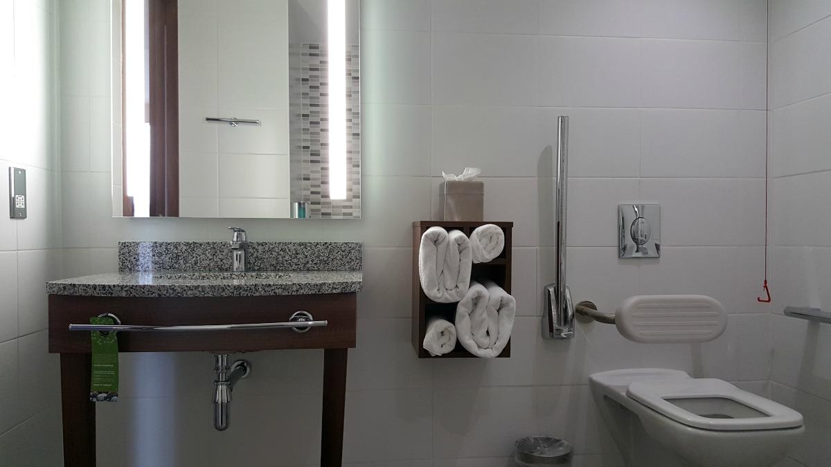 hampton by hilton bristol city centre bathroom sink toilet fluffy towels