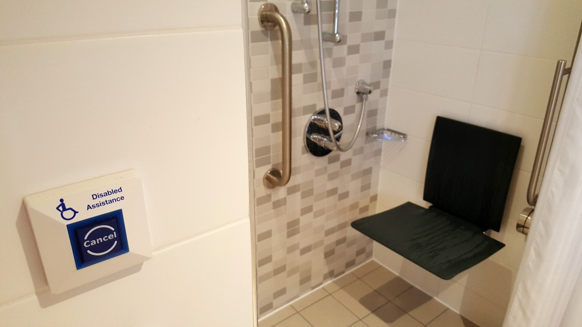 hampton-by-hilton-glasgow-central-wheelchair-accessible-roll-in-shower