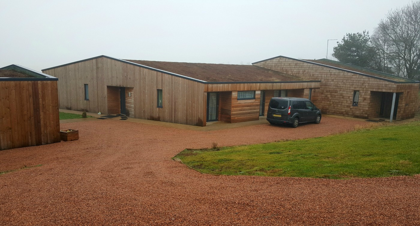 therings-accessible holiday-cottage-exterior-driveway