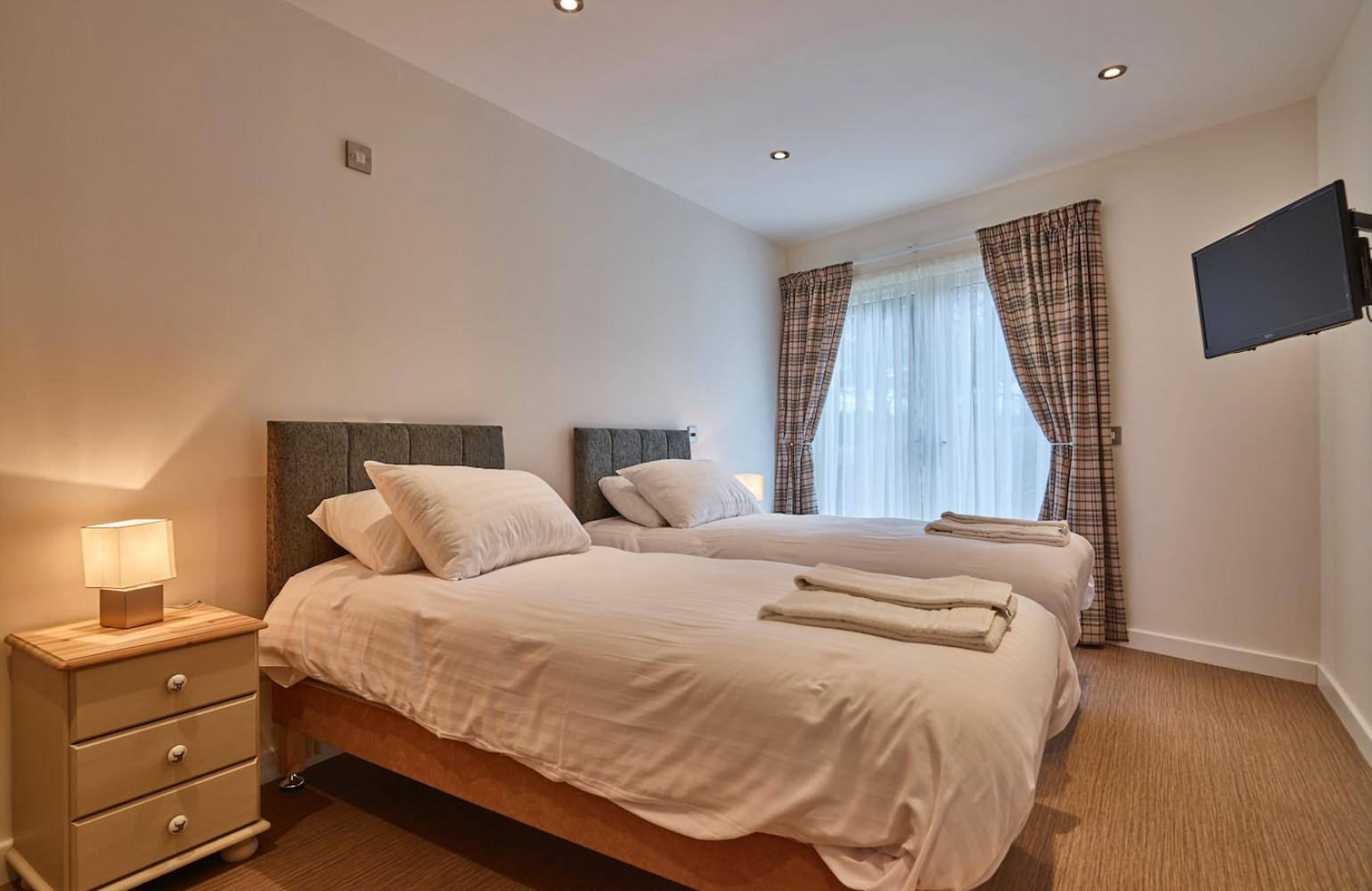 therings-sapphire-bedroom