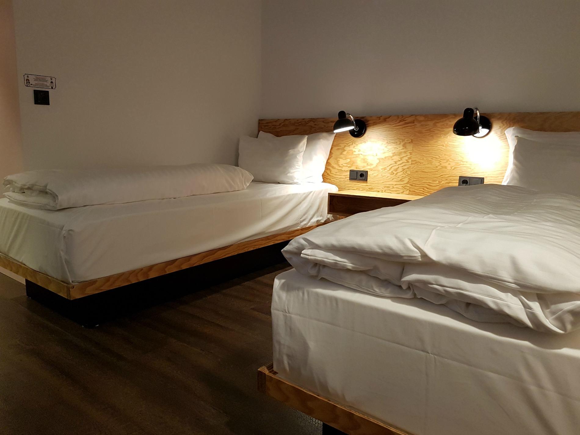 hotel-schani-wien-accessible-room-twin-bed