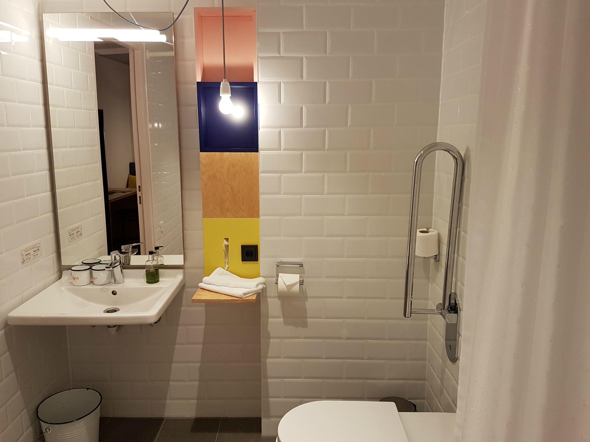 hotel-schani-wien-bathroom-sink