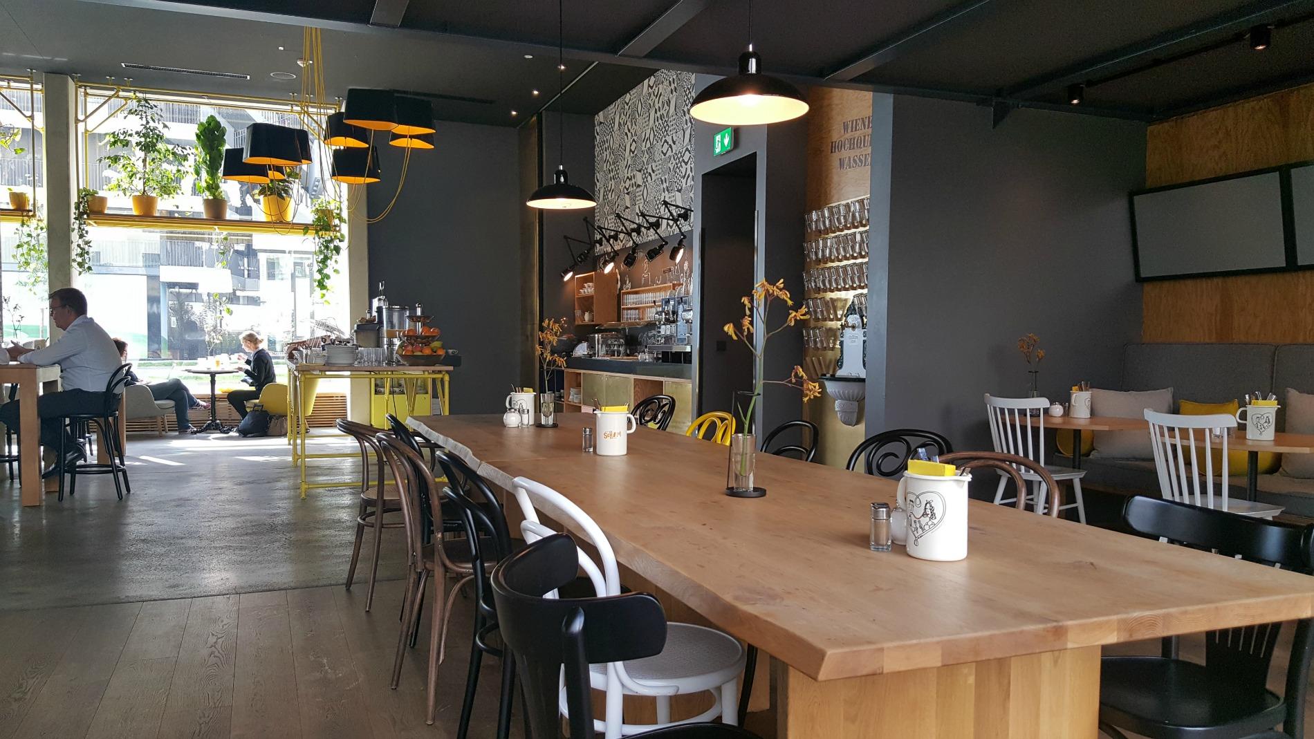 hotel-schani-wien-breakfast-lobby-table