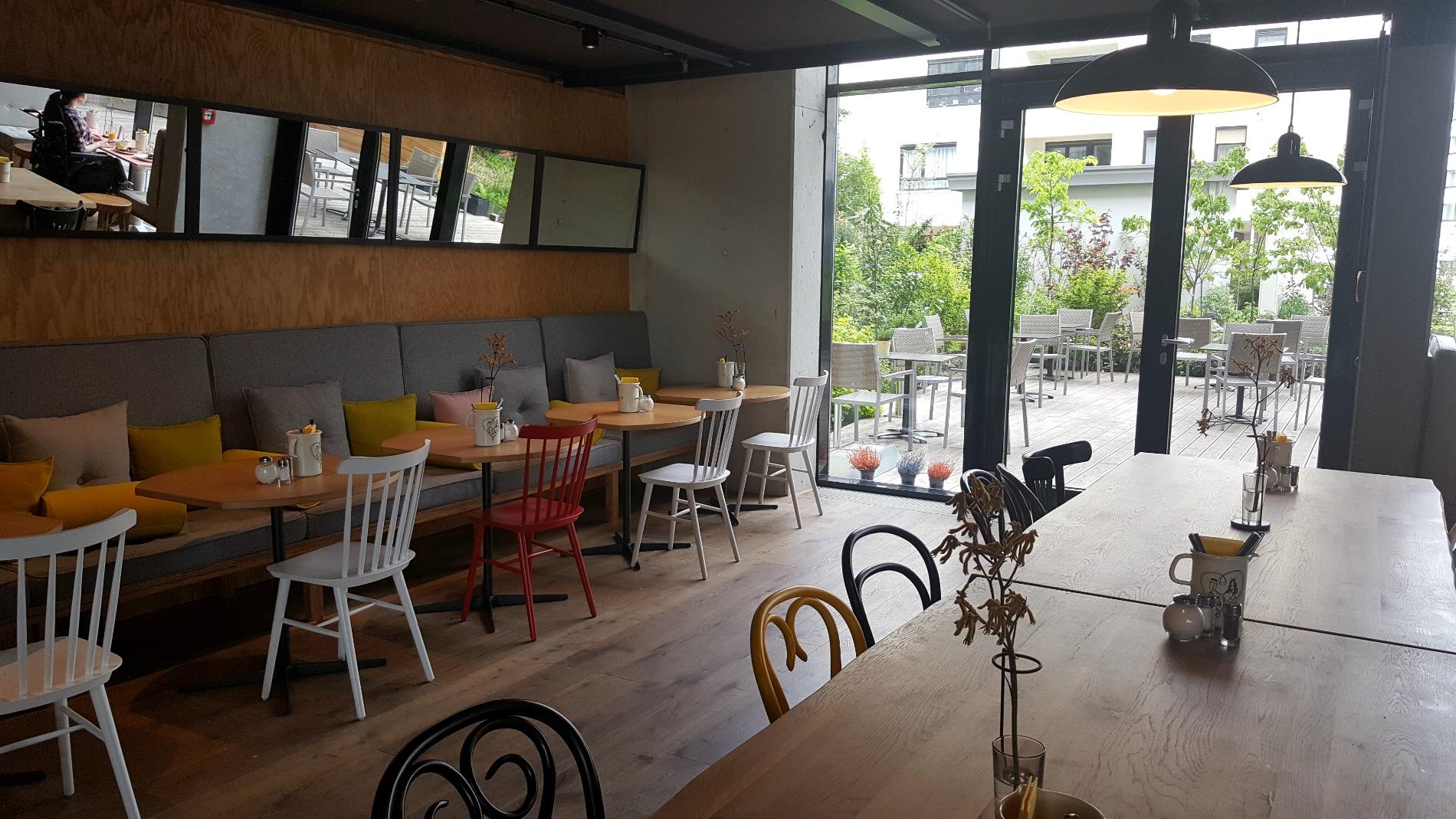 hotel-schani-wien-breakfast-lobby
