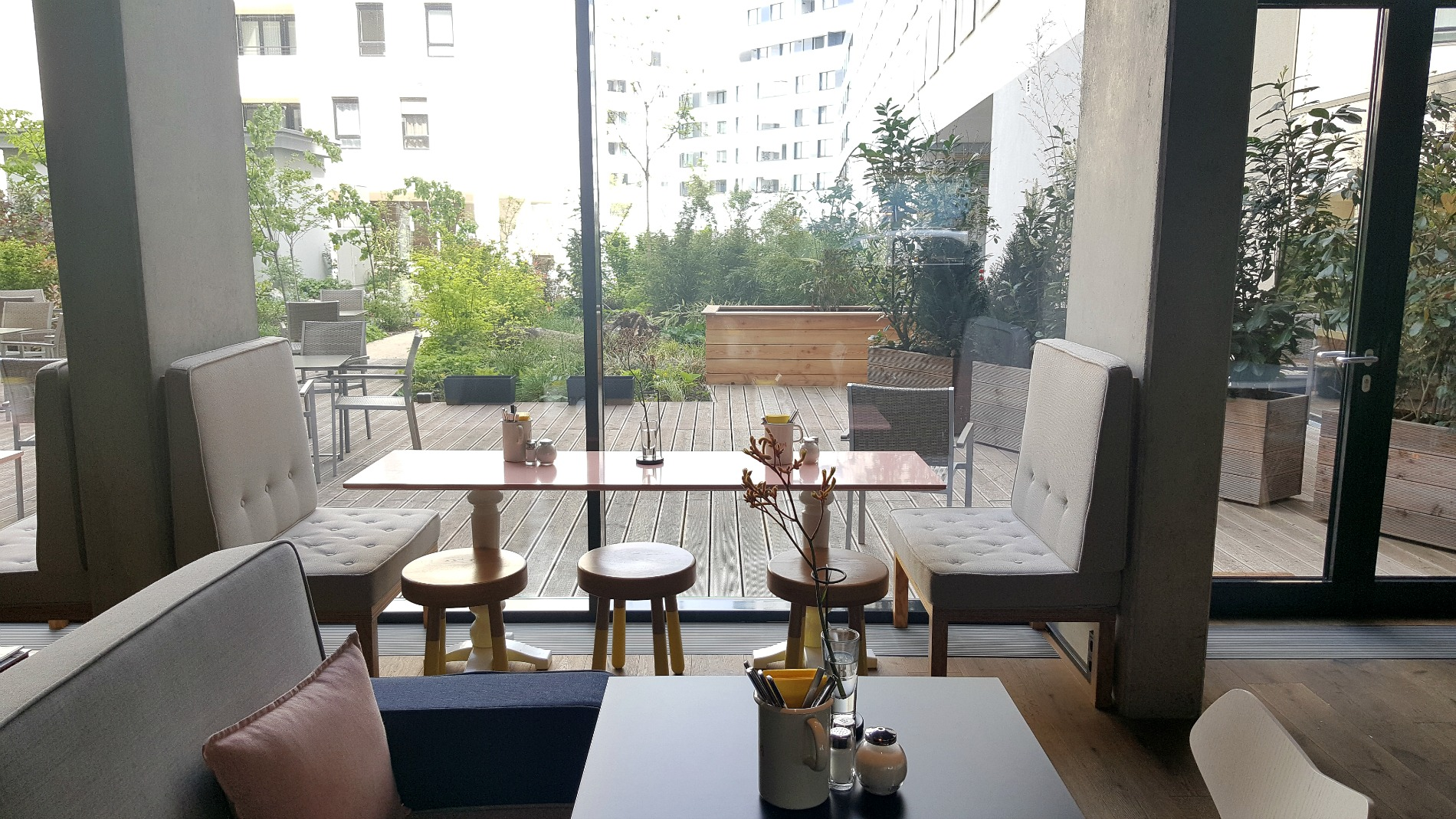 hotel-schani-wien-lobby-garden
