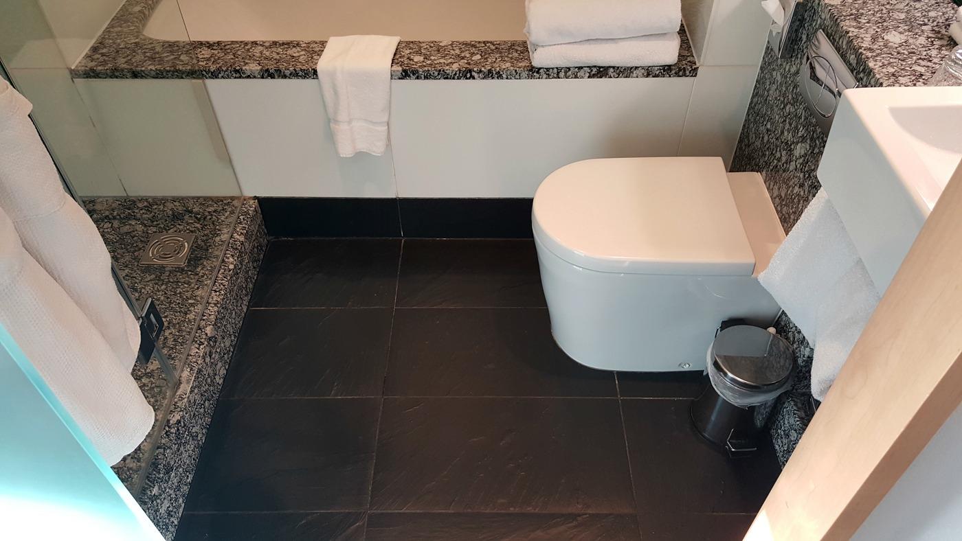park-plaza-county-hall-junior-suite-bathroom-toilet