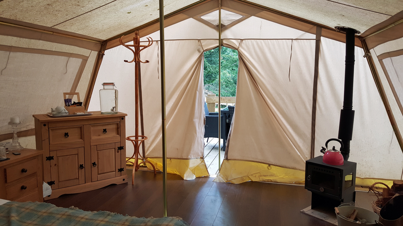 Glampotel Dundas Castle canvas cottage tent