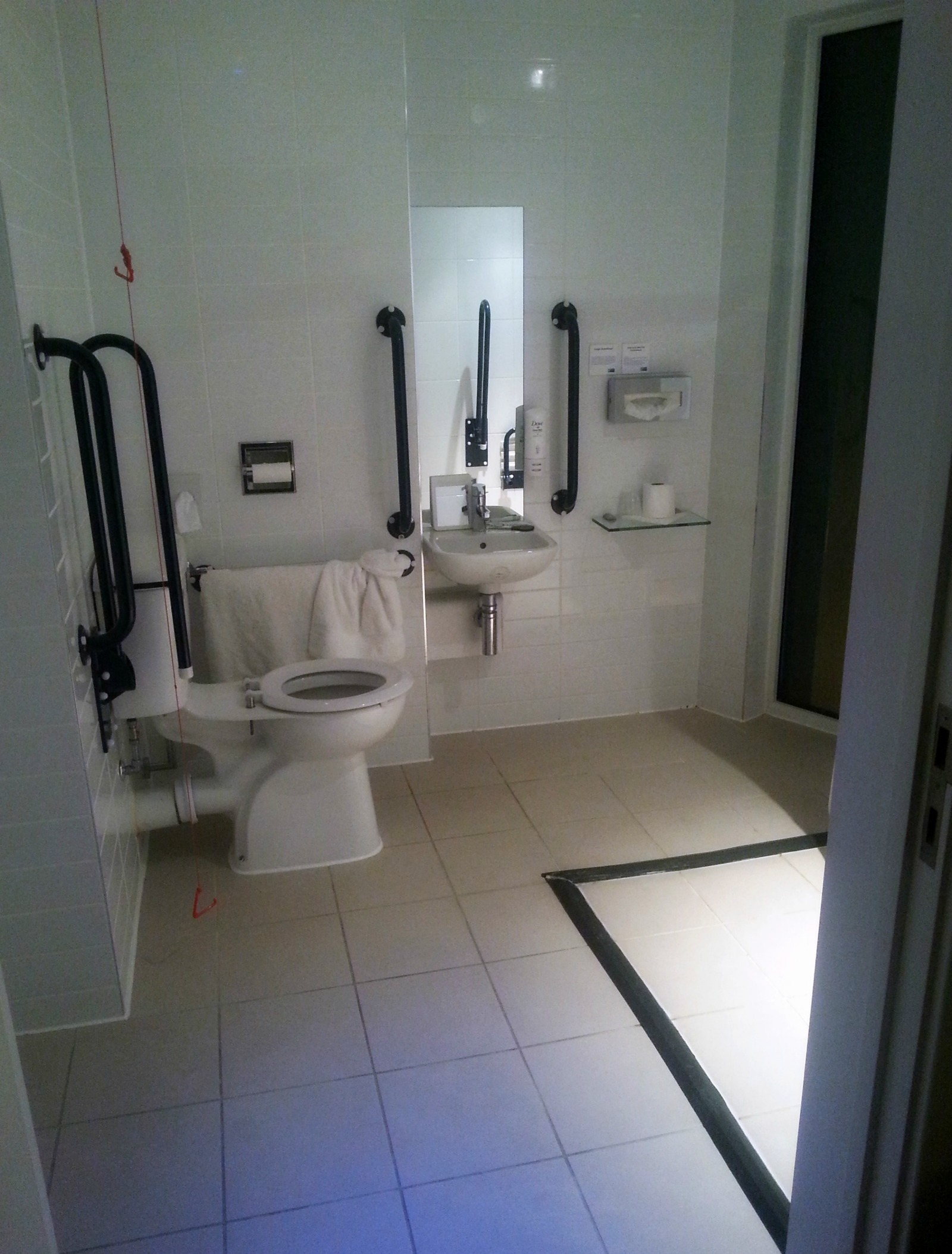 Holiday Inn Express Manchester City Centre accessible room