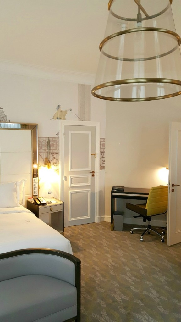 Hilton Paris Opera - suite-bedroom-workdesk Wheelchair Access Review