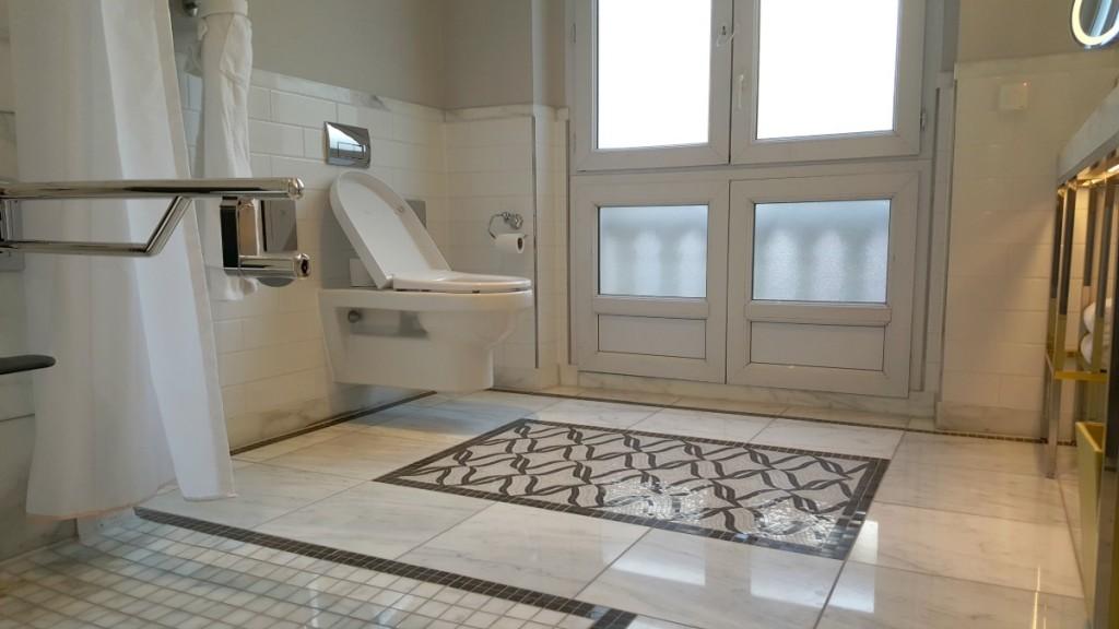 hilton-paris-opera-hotel-accessible-bathroom-suite