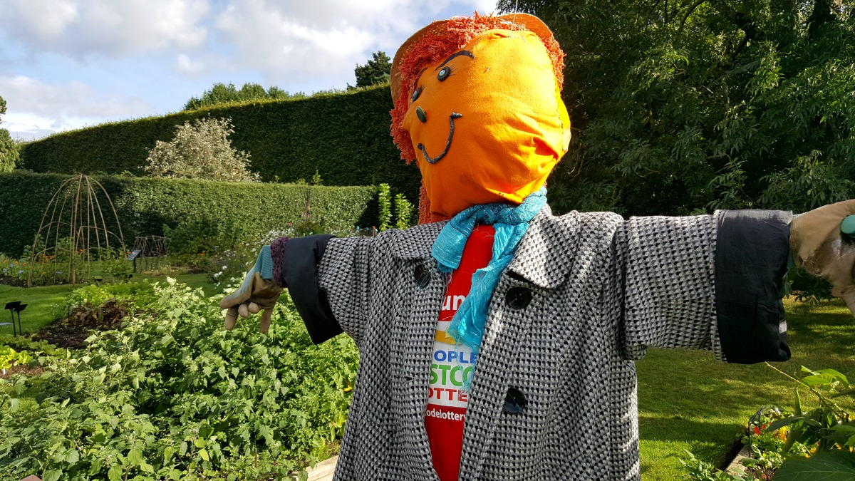 royal-botanic-garden-edinburgh-fruit-garden-scarecrow