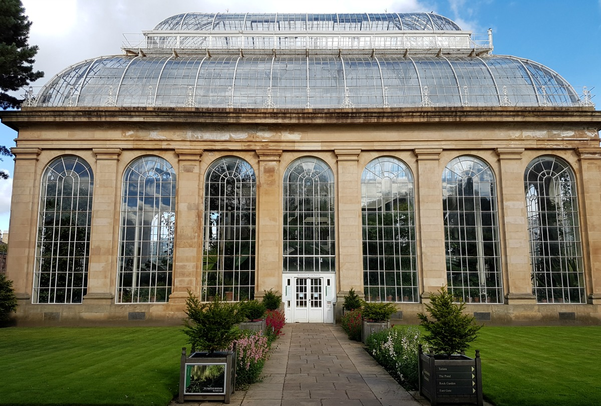 royal-botanic-garden-edinburgh-the-palm-house-and-glasshouse-entrance