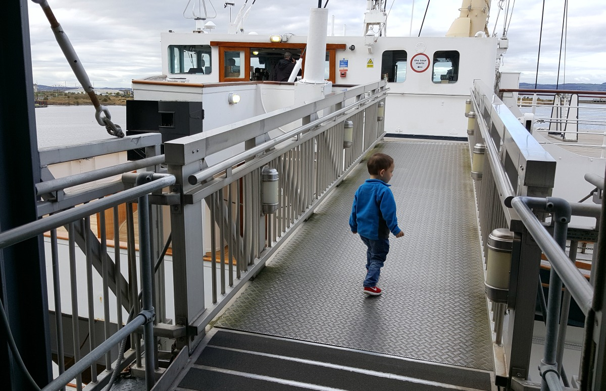 entering-the-royal-yacht-britannia-via-the-gangway