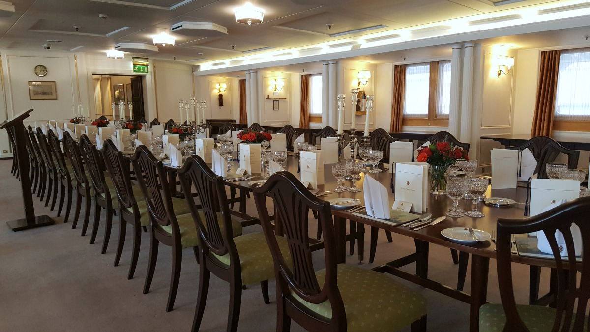 the-royal-yacht-britannia-the-state-banquet-room