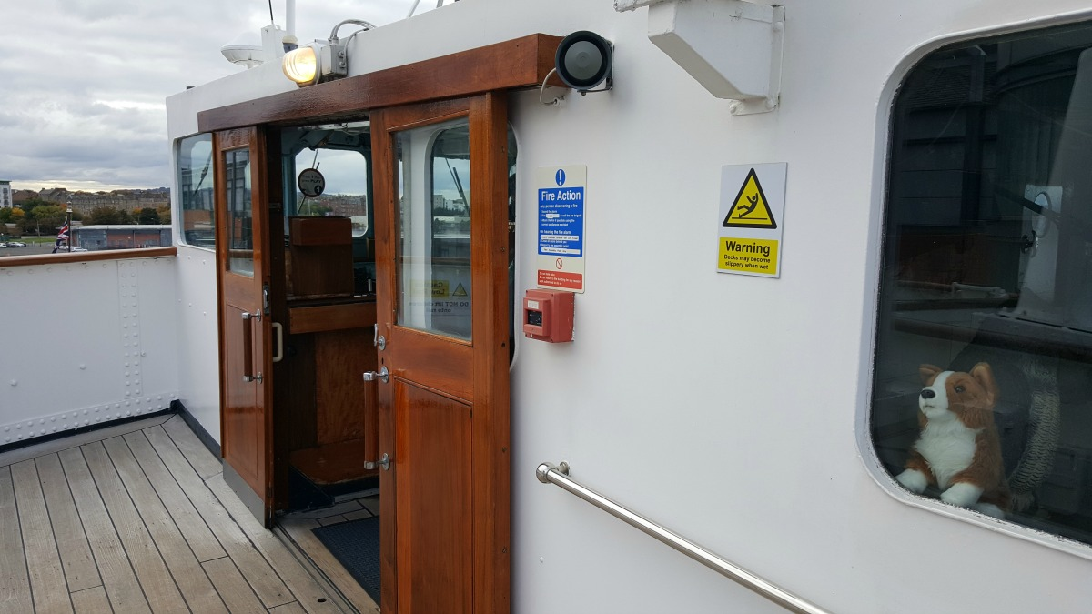 the-royal-yacht-britannia-the-bridge-command-and-control-centre