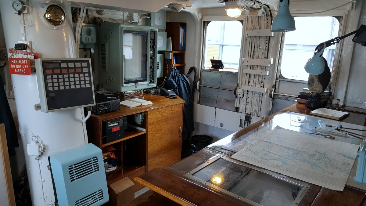 the-royal-yacht-britannia-the-bridge-equipment