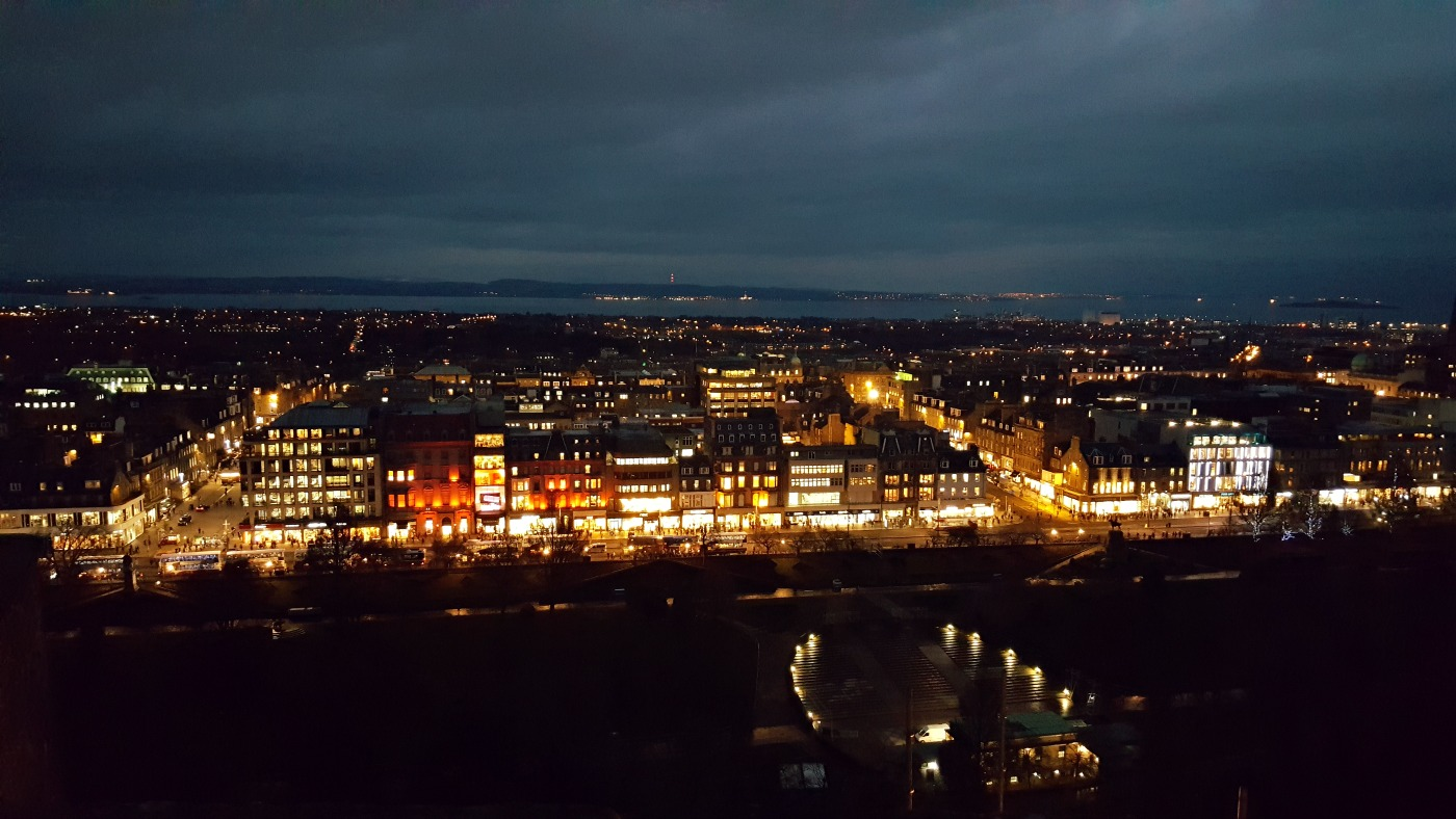 city-view-at-night-from-edinburgh-castle