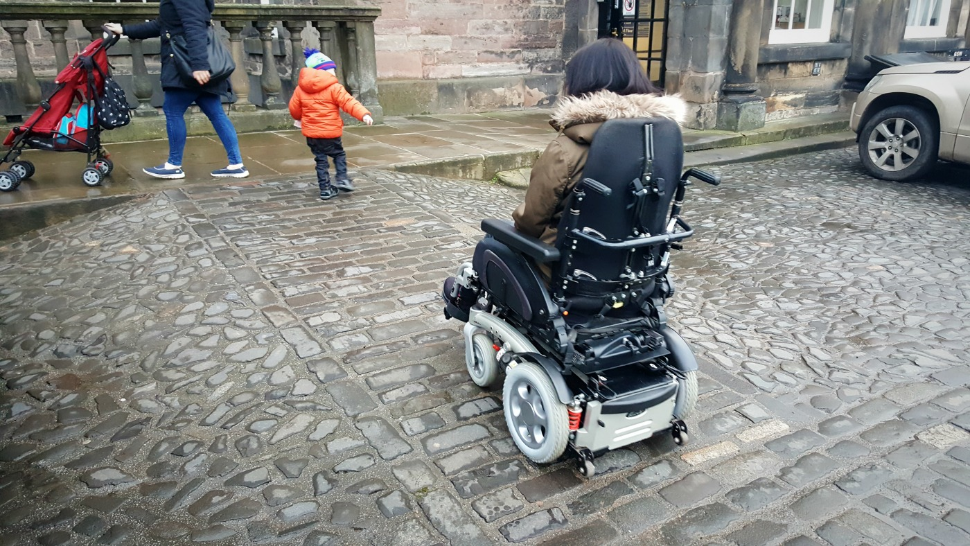 wheelchair-access-edinburgh-castle