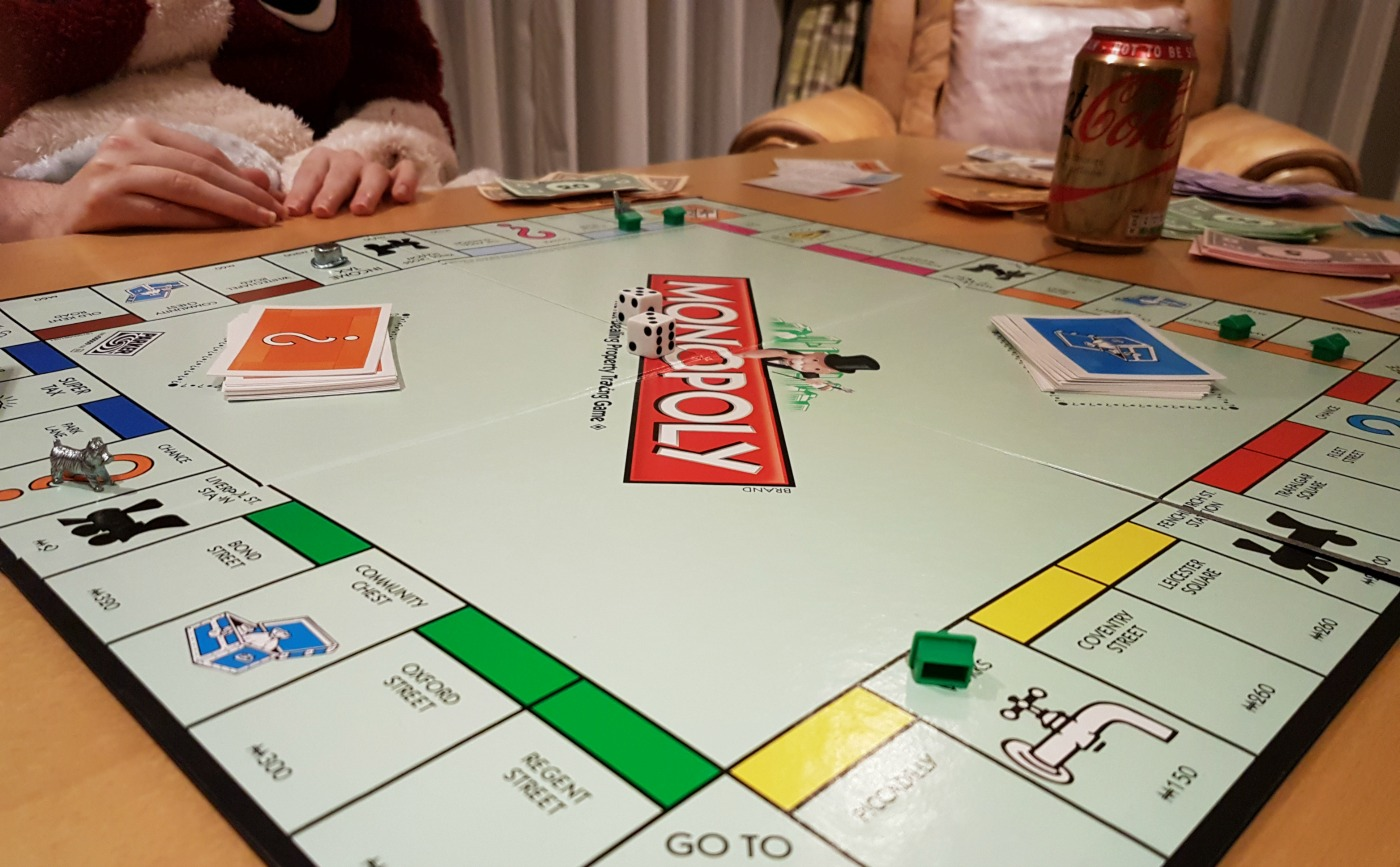 playing-monopoly-game