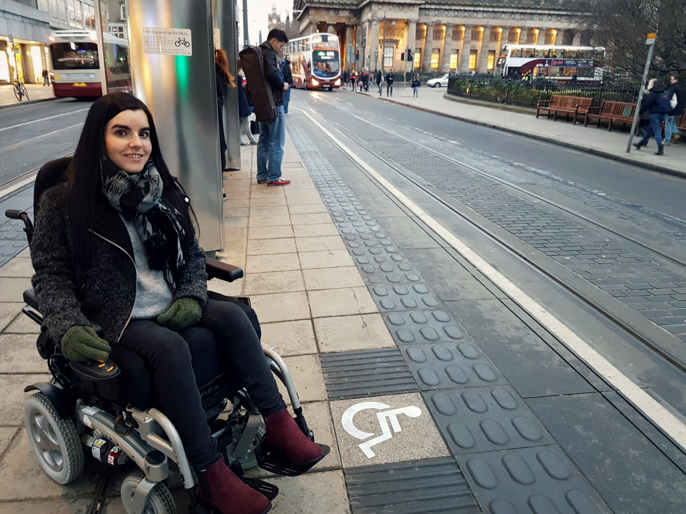 wheelchair accessible edinburgh trams