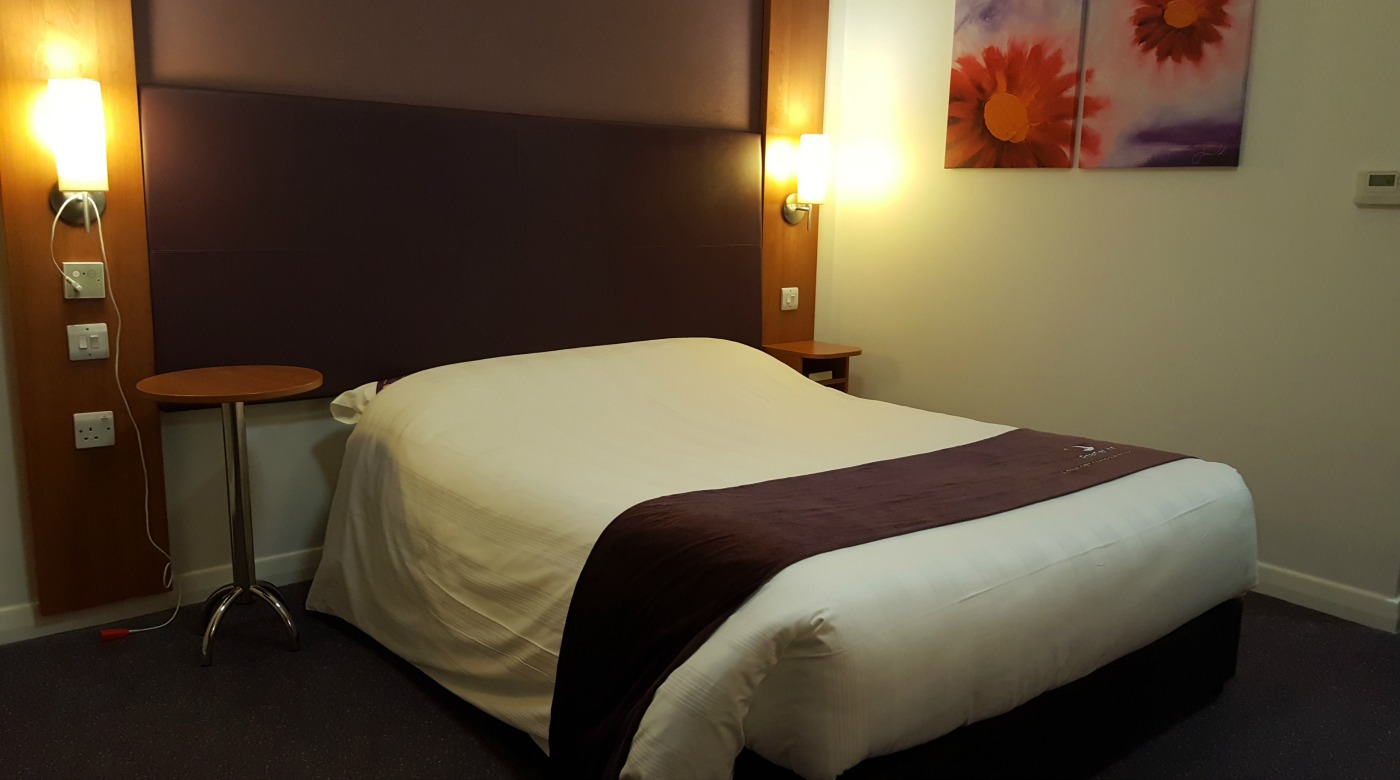 premier-inn-accessible-room-bed