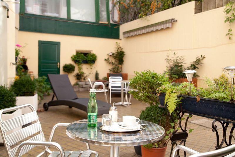 Donauwalzer Hotel garden