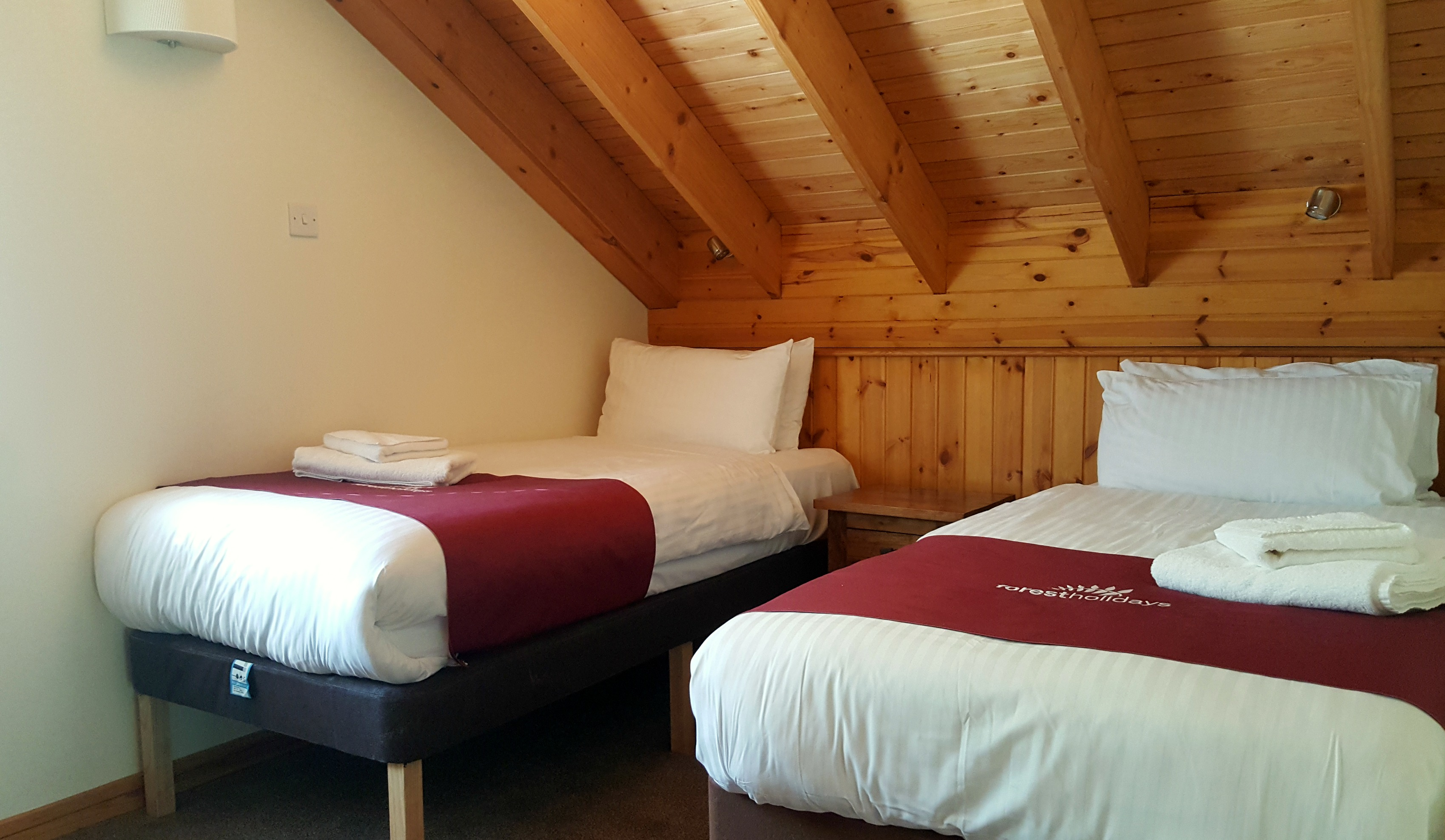 forest_holidays_strathyre_accessible_cabin_twin_bedroom