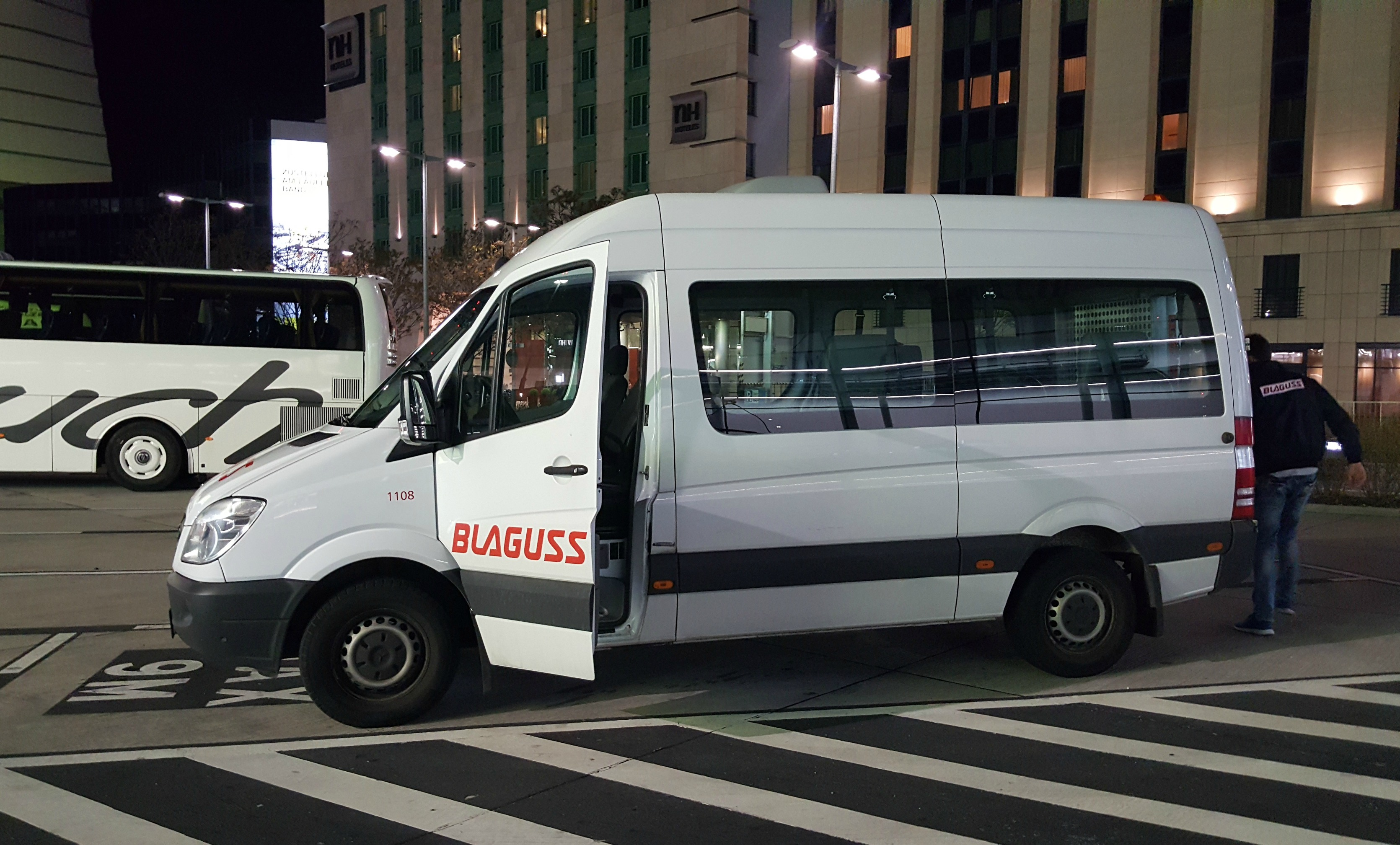 Airport transfer Blaguss minibus vienna