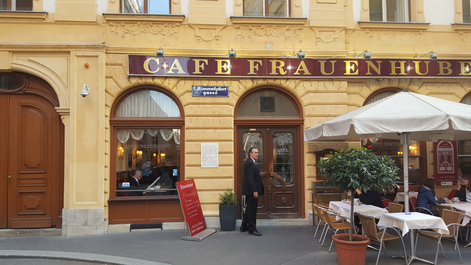 Vienna Photo Diary Vienesse cafe