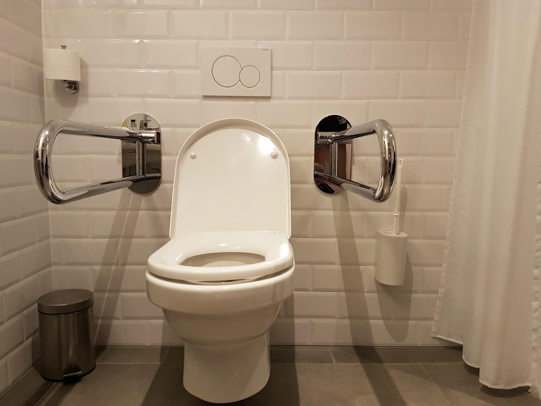 hotel-schani-wien-bathroom-toilet