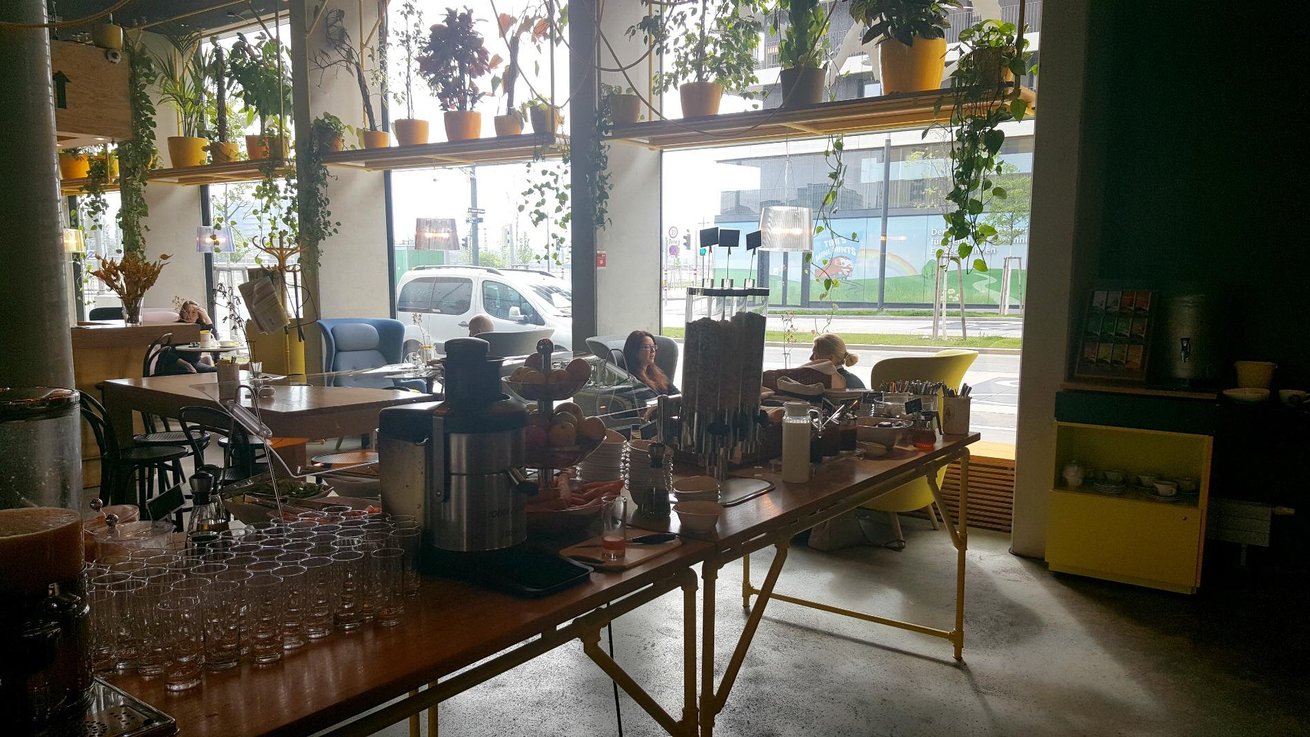 hotel-schani-wien-fresh-buffet-breakfast