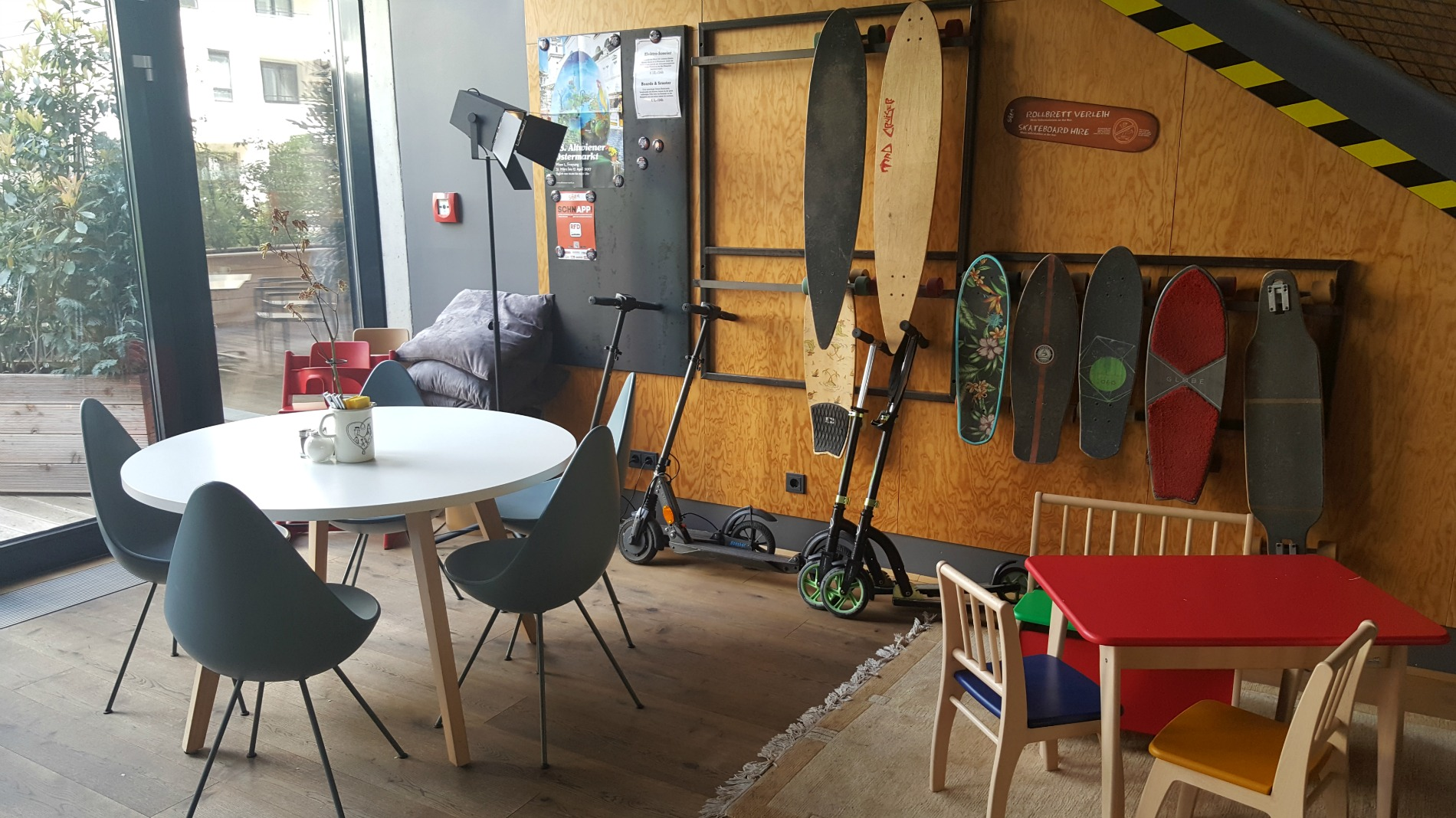 hotel-schani-wien-lobby-skateboard-hire