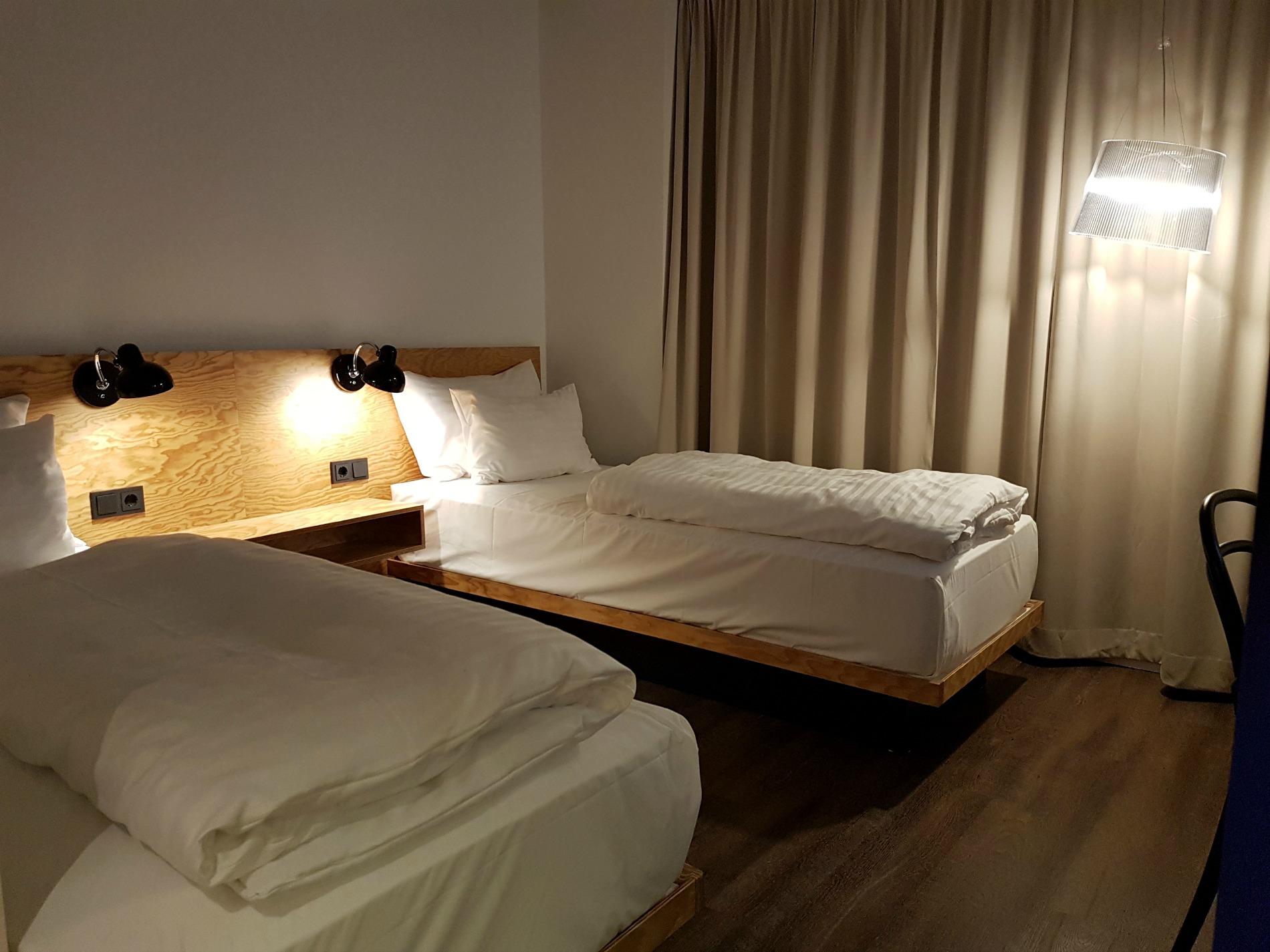 hotel-schani-wien-accessible-room-twin-beds