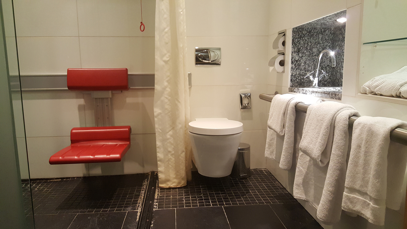 park-plaza-county-hall-accessible-super-deluxe-bathroom-shower-toilet