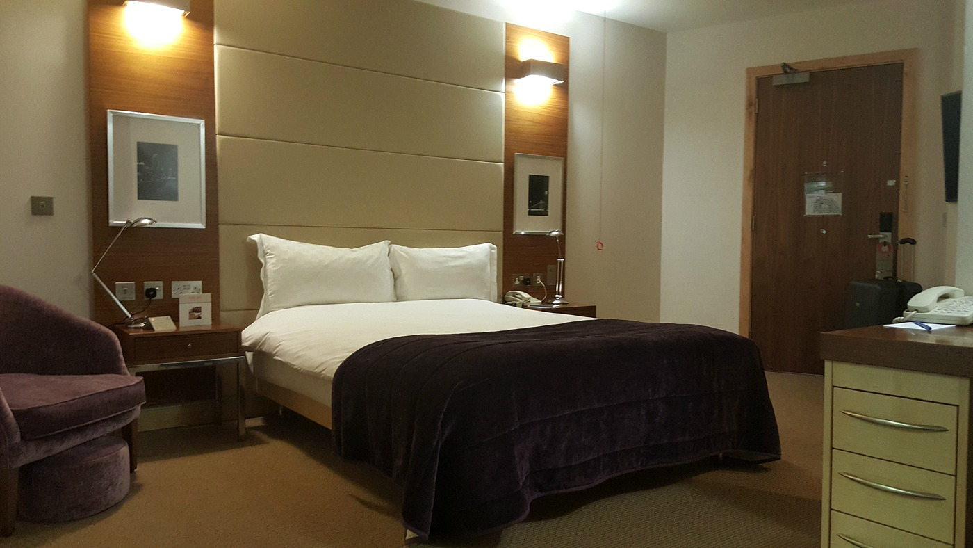 park-plaza-county-hall-accessible-super-deluxe-bed