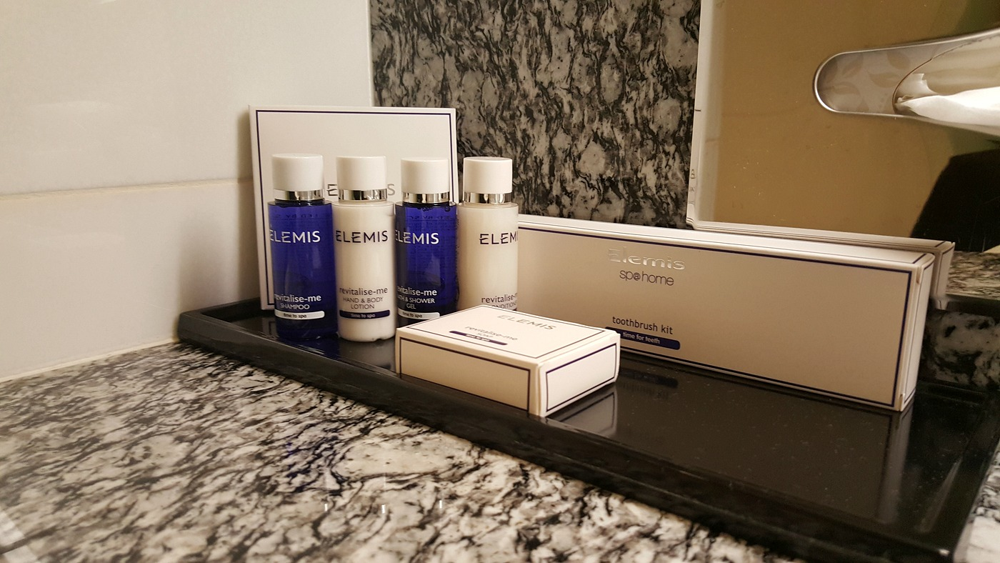 park-plaza-county-hall-junior-suite-bathroom-elemis-toiletries