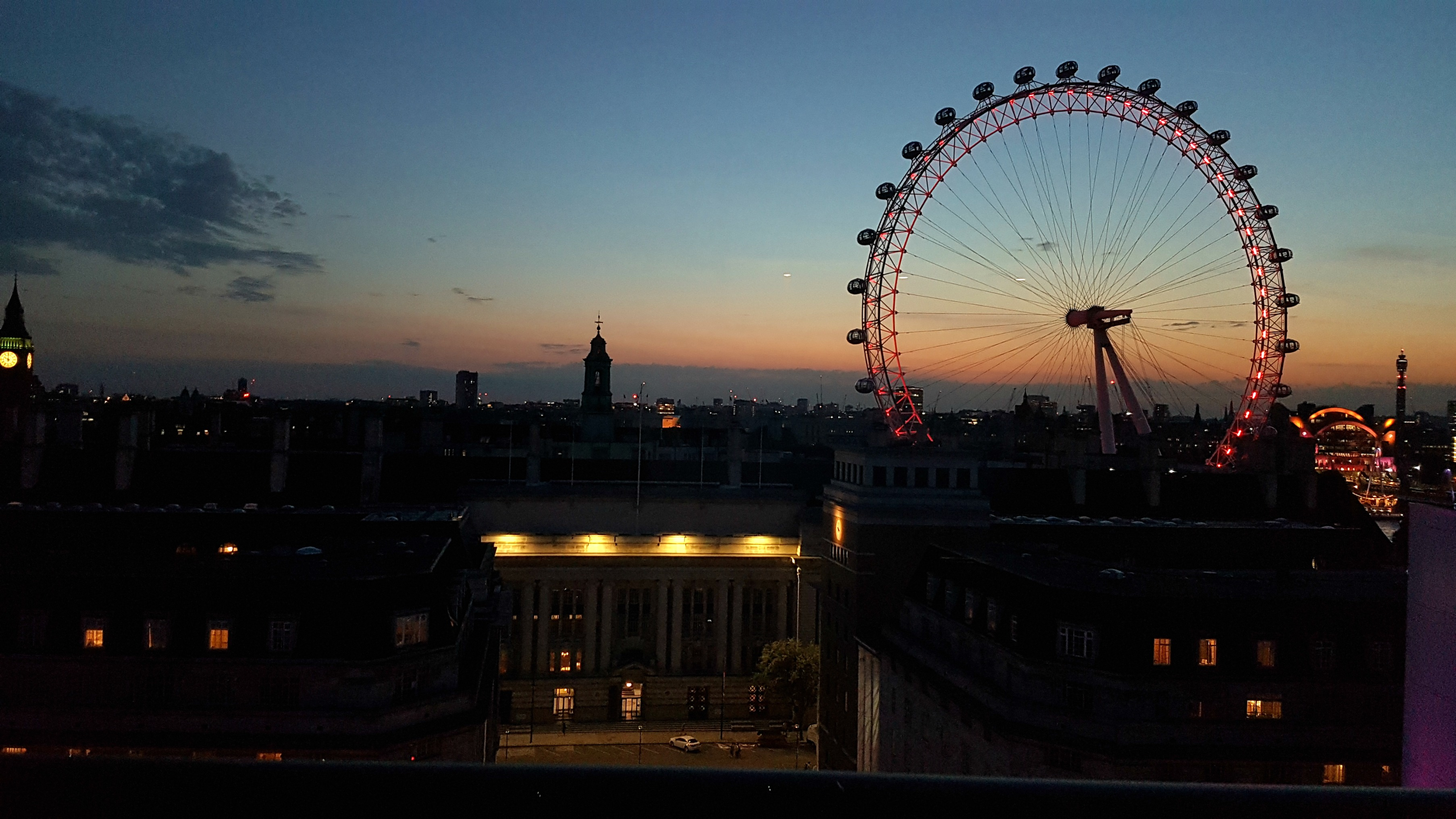 park-plaza-county-hall-junior-suite-london-eye-skyline-view-night