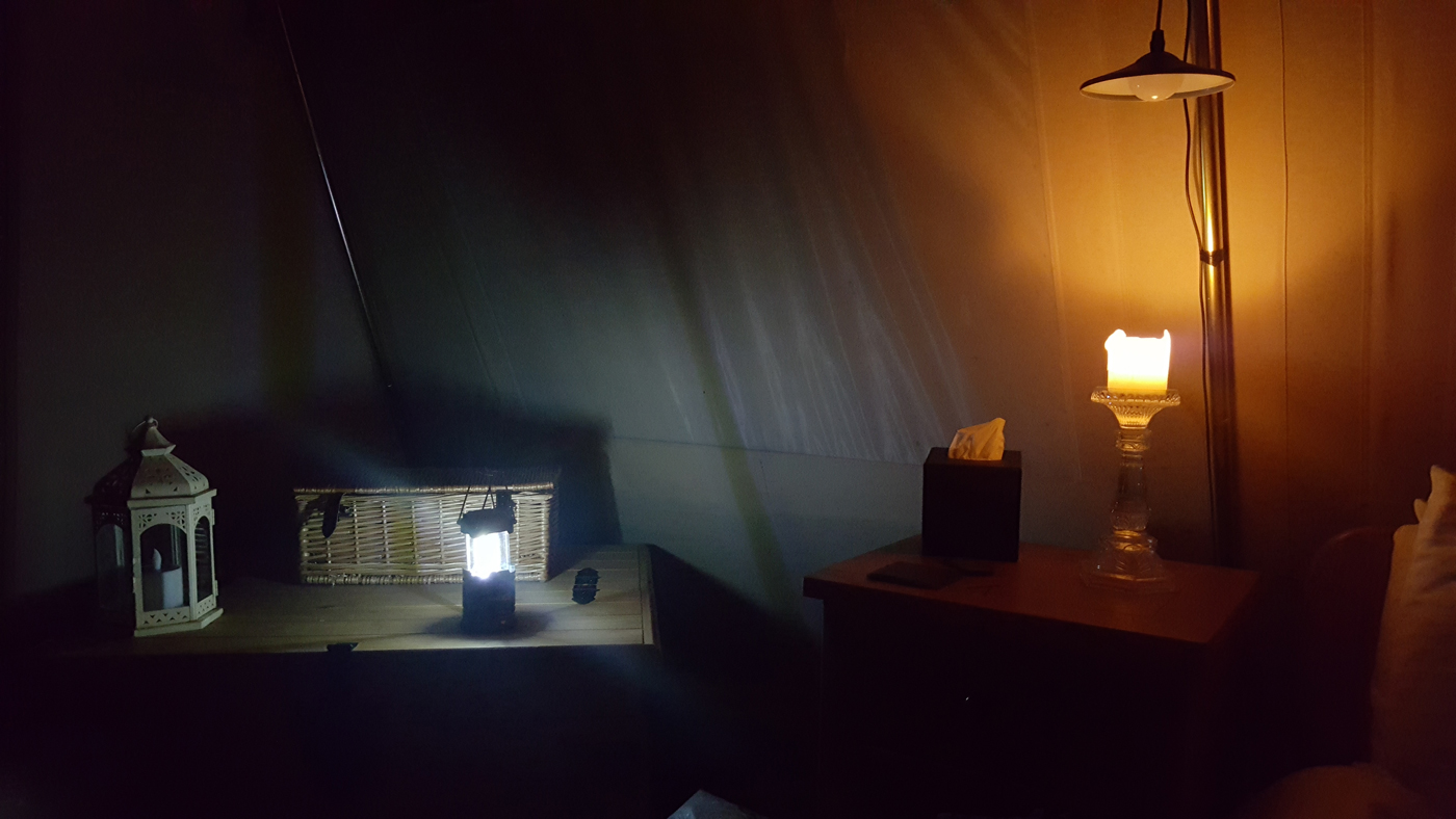 Glampotel Dundas Castle canvas cottage tent at night (2)