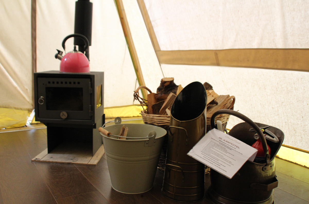 Glampotel Dundas Castle canvas cottage tent woodburning stove