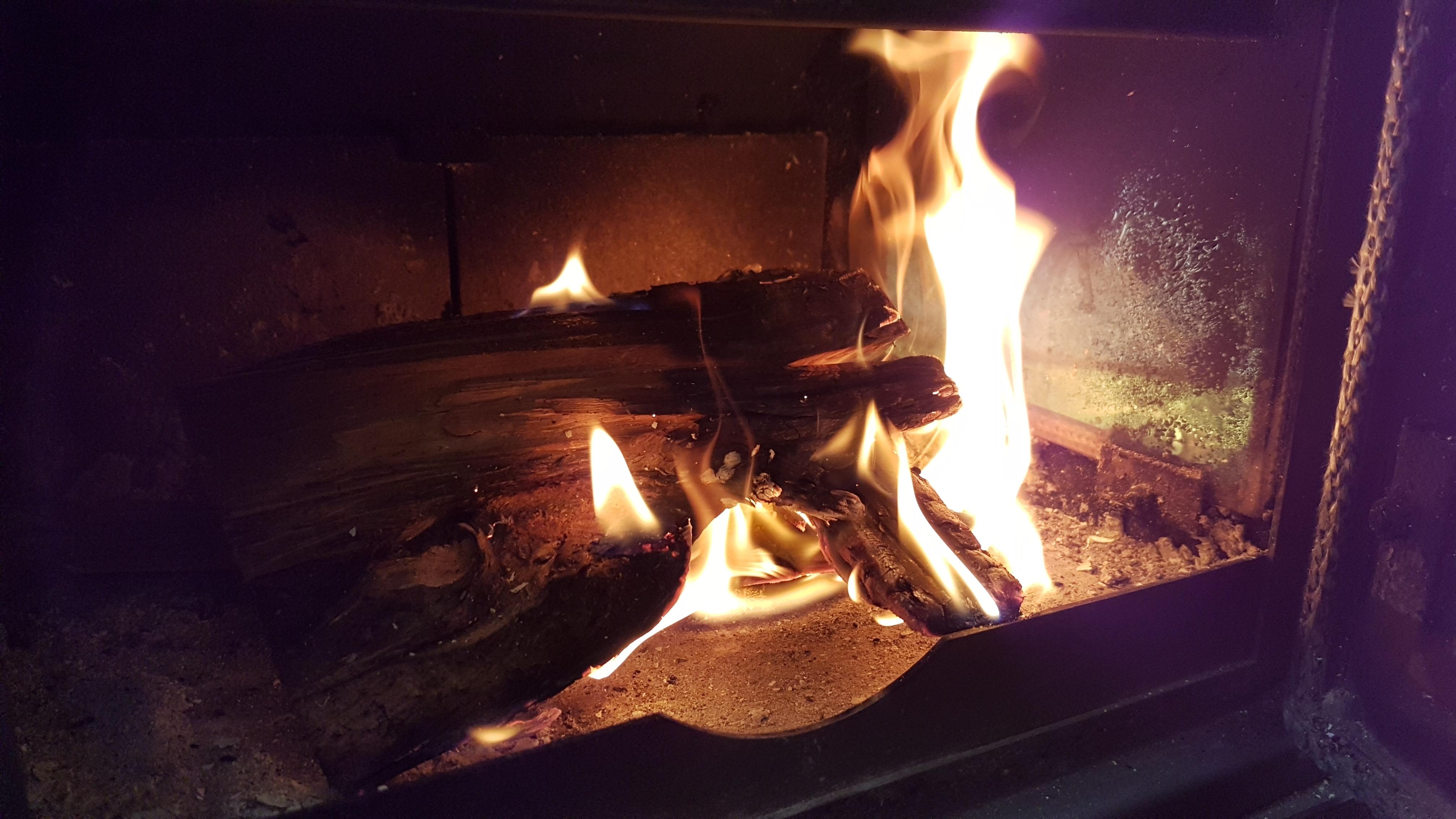 Glampotel Dundas Castle woodburning stove