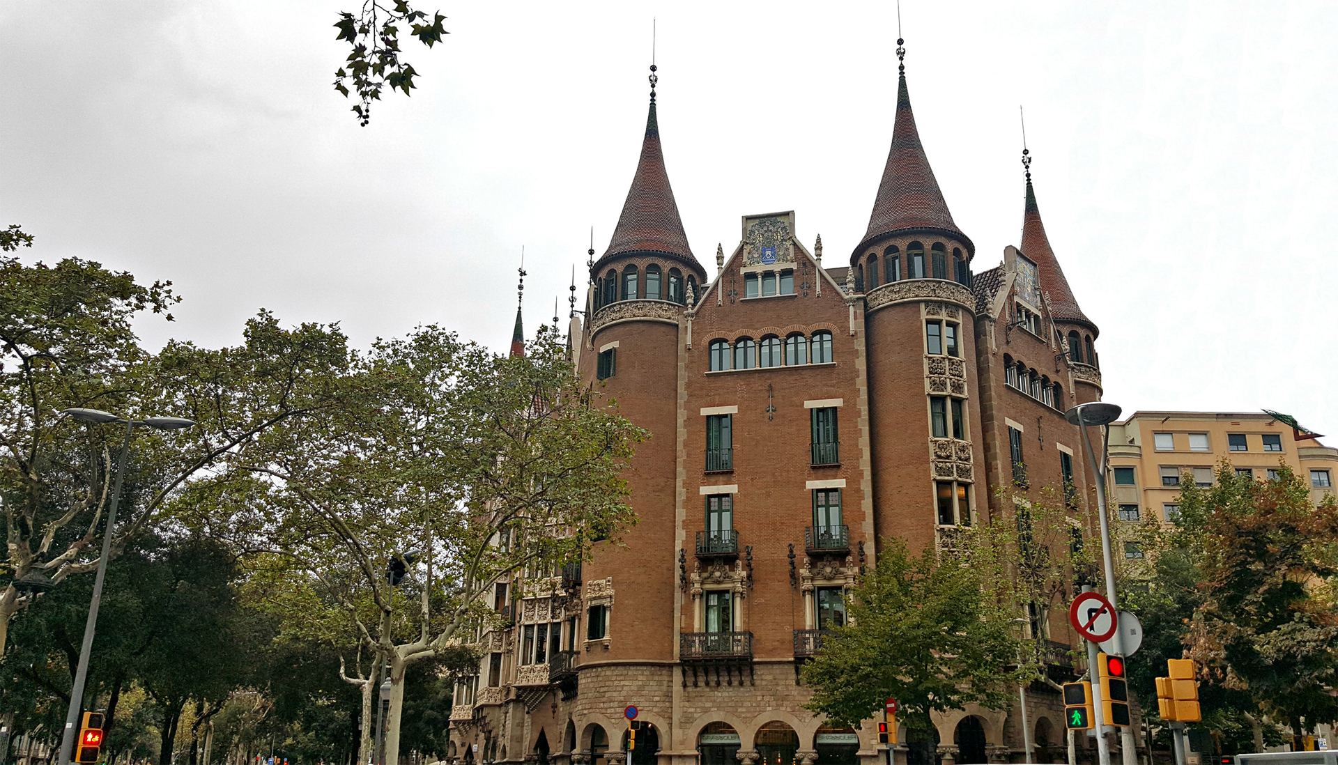 Accessible City Guide To Barcelona casa de les punxes exterior