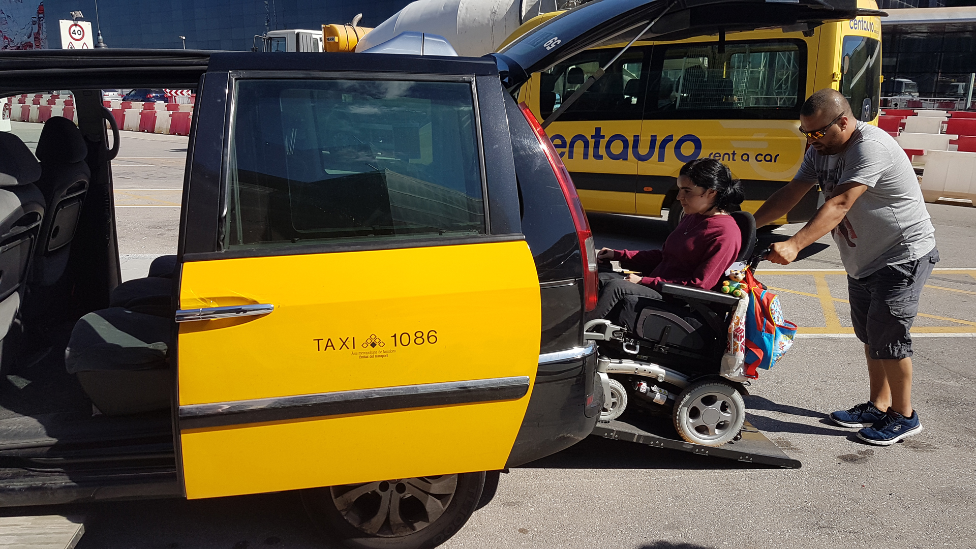 accessible-travel-guide-to-barcelona-wheelchair-accessible-taxi-amic