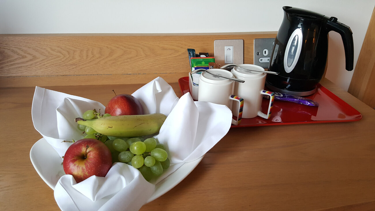 Tea/coffee facilities and fresh fruit at Park Inn by Radisson Aberdeen