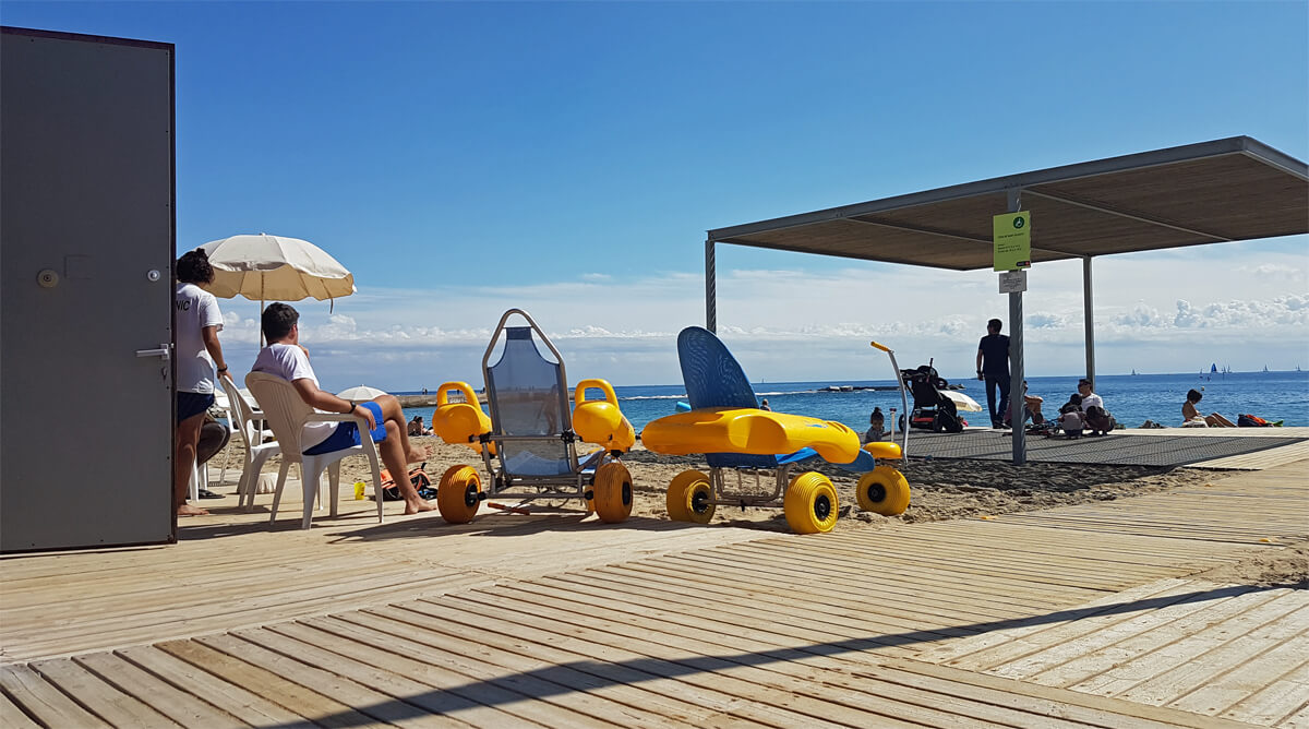accessible-beach-wheelchairs-nova-icaria-beach-barcelona-volunteer service
