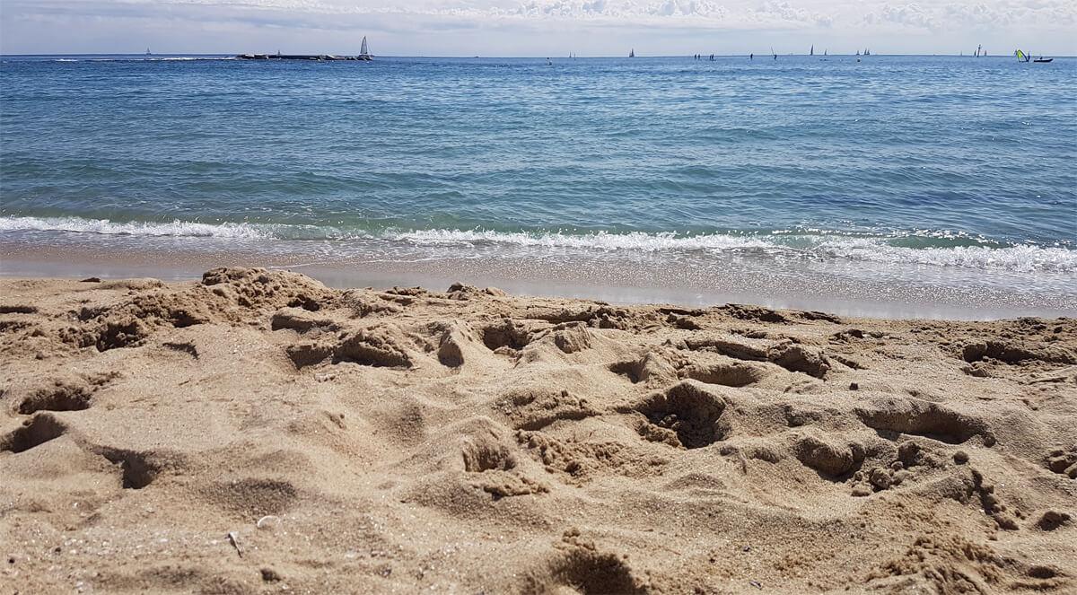 views-of-nova-icaria-beach-barcelona-from-a-beach-wheelchair