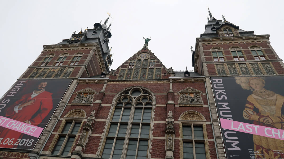 Exterior photo of rijksmuseum in Amsterdam.