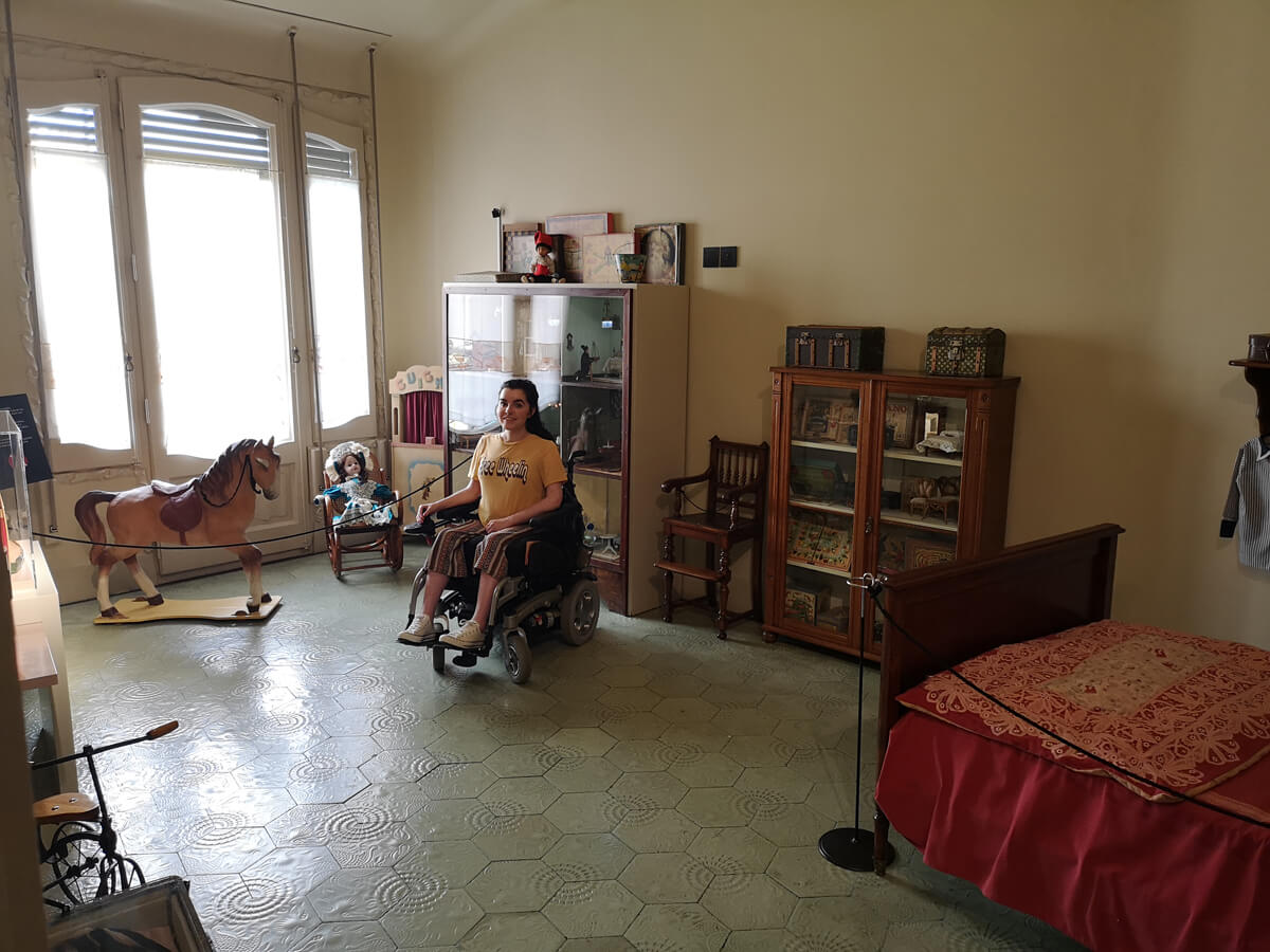 Emma is sitting in one of the rooms in the house of Casa Milà.