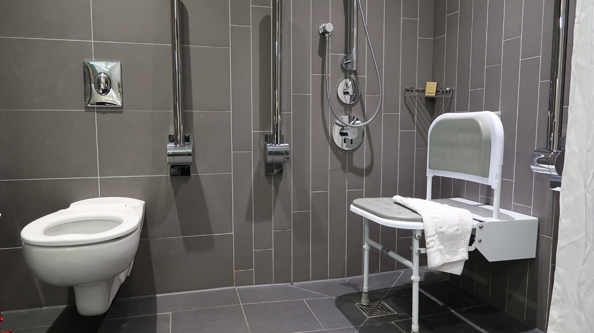 Accessible bathroom in DoubleTree Sheffield Park.